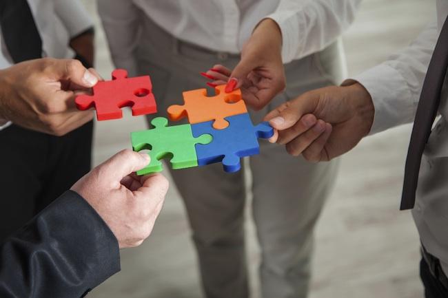 Controle e sincronização dos processos por uso de um BPM podem melhorar a comunicação dentro da empresa ou órgãos públicos.